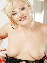 Anilos Pics: Naughty milf Renata stuffs the clear handle of her yellow umbrella in her dripping wet snatch