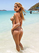 Hot Babes in True High Definition Pics and Vids