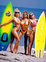Bikini Babes: Skin surfing USA, a real beach treat.