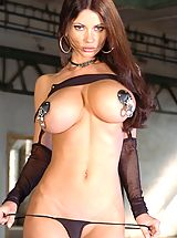 Big.Tits Pics: Hot Babes in Action