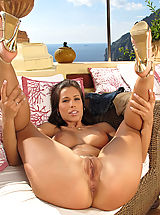 In the Crack Pussy: Stunning Babe with Extreme Pussy Closeup by ITC