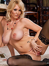 Stockings Pussy: Charlee Chase