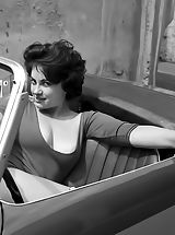 Vintage Babes: Blast from the Past Frauen