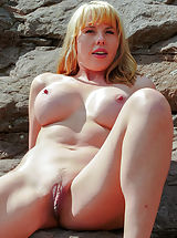 Asian Pussy, Showing Curves
