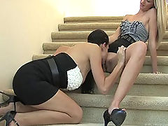 Kirsten and Natalie make out on the stairs