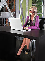 Secretary Pics: Moist Snatch from 847 Jessa Rhodes