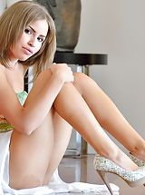 Babe XXX, Undressed Natasha Mature Spreads