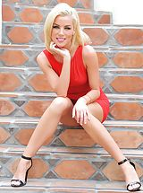 Erotic Babes, Heather blonde in red