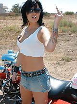Jeans Pussy: Jezebelle needed a ride, she's used to a hog between her legs this time it was Ryan's.