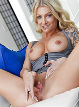Hot Pussy, Synthia