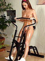 milf pussy, maddy oreilly exposing her shaved virgin vagina in gym and get her pussy fisted hard